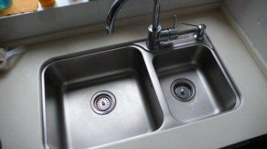菜鸟装修——厨房水槽台上盆好,还是台下盆好?
