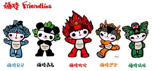 万人瞩目的2008年奥运会吉祥物终于在北京时间2005年11月11日晚8点整在北京工人体育场正式浮出了水面。这次一共评选出5个吉祥物(鱼、熊猫、奥运圣火、藏羚羊、京燕)可以说是奥运会吉祥物历史上的一个创新,他们分别是:第一个是福娃欢欢,第二个是福娃晶晶,第三个是福娃贝贝,第四个是福娃迎迎,第五个是福娃妮妮;连在一起,他们正好是北京欢迎你的谐音。   虽然自2000年悉尼奥运会以来,奥运吉祥物就已经告别单身,吉祥物组合成为奥运会的流行趋势。2000年悉尼奥运会时,吉祥物就是由澳利、悉德、米利三个澳洲本